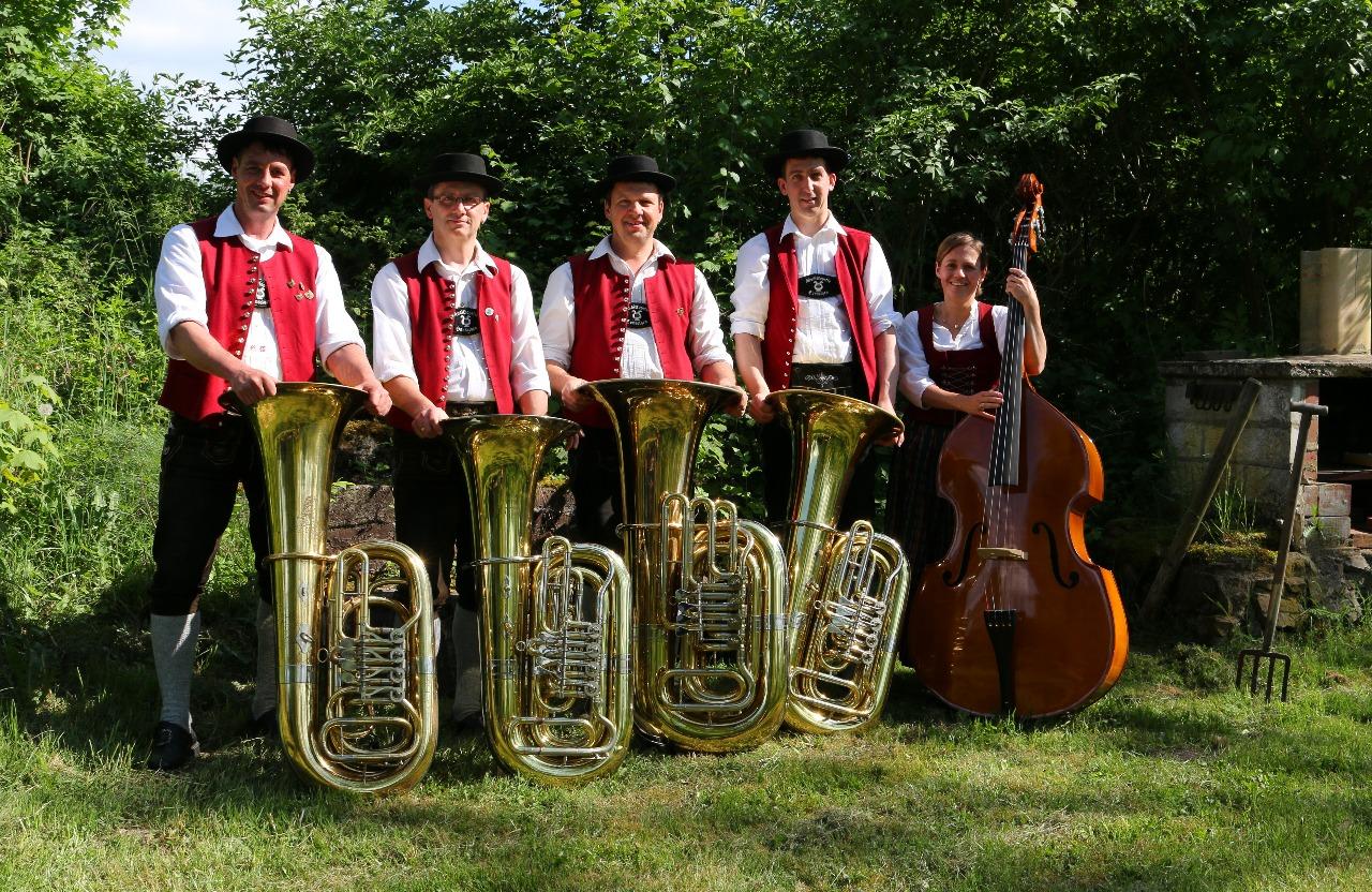Unsere Bassisten inkl. Kontrabass der Musikkapelle Honsolgen e.V.